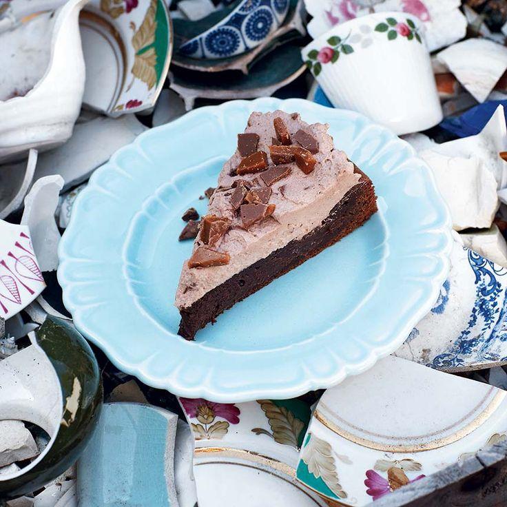 Med daim i kakans gräddiga topping får du en barnsligt god kaka.