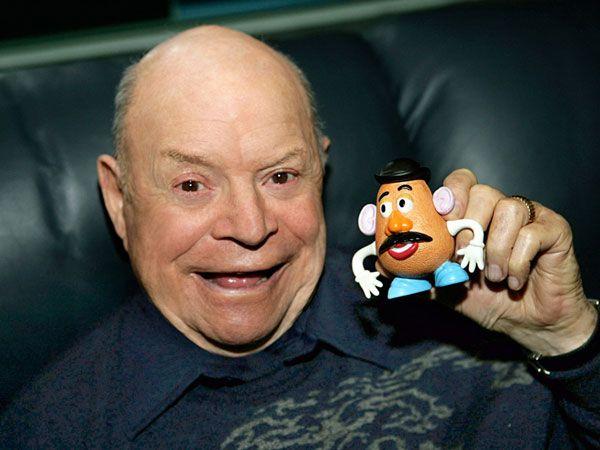 WinNetNews.com- Siapa sih yang enggak suka dengan film animasi Toy Story yang rilis tahun 1995, sukses mendapat tempat spesial di hati para penggemar film animasi. Toy Story menjadi film kartun terpanjang tidak hanya itu saja, para karakter pemain juga sukses mencuri perhatian penikmat film.Seperti