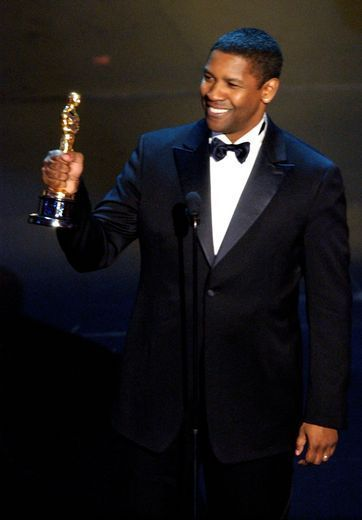 Denzel Washington accepting his Oscar for Best Actor in 2001.