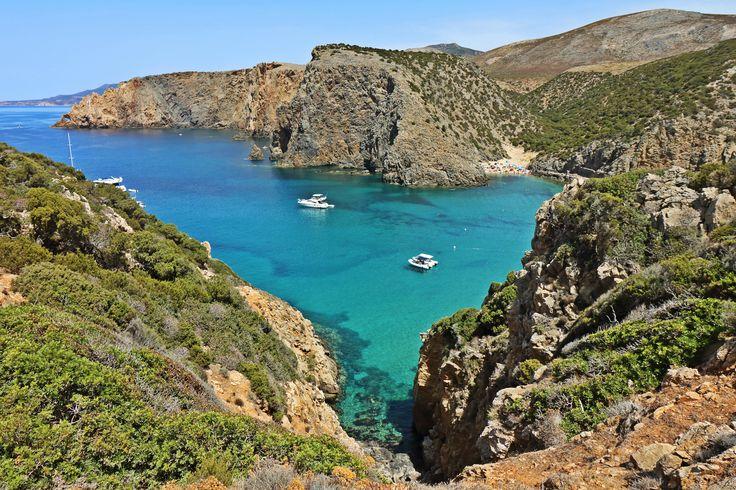 L'Ogliastra è terra del vivere e del mangiar bene, dove pare sia nascosto… http://www.luxuryholidaysinsardinia.com/Blog/dettaglio/perche-scegliere-logliastra-per-la-tua-vacanza #sardinia #holiday #beach #blog #sea #travel #Italy #ogliastra