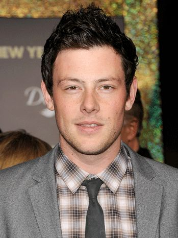Cory Monteith, Glee star, dating Leah Michelle, died @ age 31 in a hotel room (no details @ this time.)