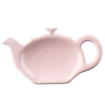 Geen vlekken meer op tafel van rondslingerende theezakjes; met de theetip van Le Creuset houd je het netjes! De theezakjeshouder is gemaakt van geëmailleerd aardewerk, schilfert niet en is kras- en vlekvrij. Matcht perfect met de Le Creuset mokken!