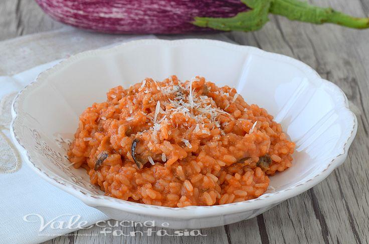Risotto alla parmigiana di melanzane un primo piatto dal profumo unico, con ingredienti semplici e gustosi,un risotto facile con i sapori mediterranei