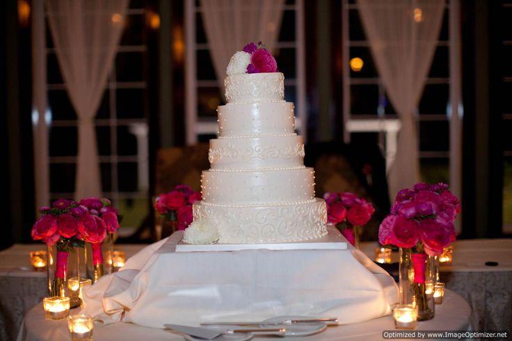 Mesa de torta de bodas decoradas con velas for Mesas de bodas decoradas