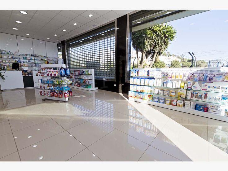 Interior reformado de la farmacia