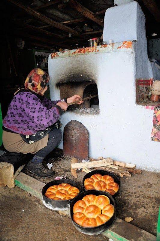 Colaci româneşti din sobă ţărănească (cu lemne, nu cu paie)