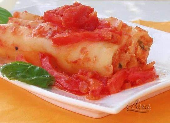 КАННЕЛЛОНИ ПО-ТОСКАНСКИ  ПОД ОСТРЫМ СОУСОМ  Острый густой соус с томатами и сладким перцем придаетэтому простому…