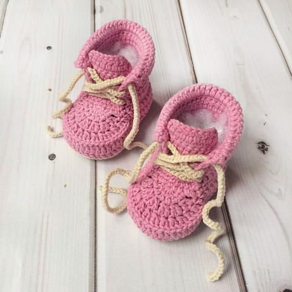 Crochet baby shoes Baby booties First baby shoes Pink baby sneakers Newborn knit shoes Photo prop Baby girl booties Baby shower gift