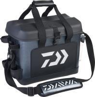 27*42*33 cm ölçülerinde Daiwa marka balıkçı çantası