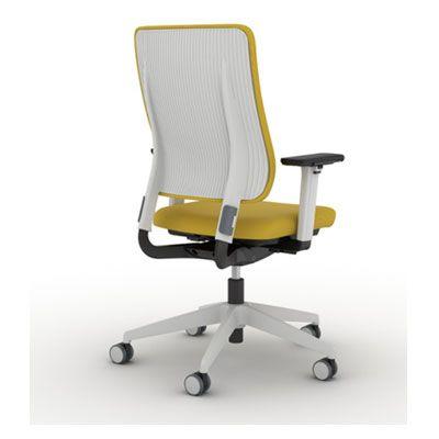 Кресло DRUMBACK настраивается с помощью интегрированных кнопок на сиденье. Для регулировки высоты спинки достаточно  отстегнуть 2 зажима по бокам спинки, выставить необходимую высоту и зафиксировать ее. Это можно сделать даже сидя в кресле. Максимальная интуитивность и комфорт. Кресло имеет также регулировку глубины сиденья и опционально поддержку поясницы. Подлокотники 3Д. DRUMBACK доступен  в светло-сером или цвета чугуна полипропилене.