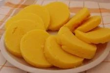 Jednoduchý knedlík z kukuřičné krupice (polenty) » Jíme Jinak