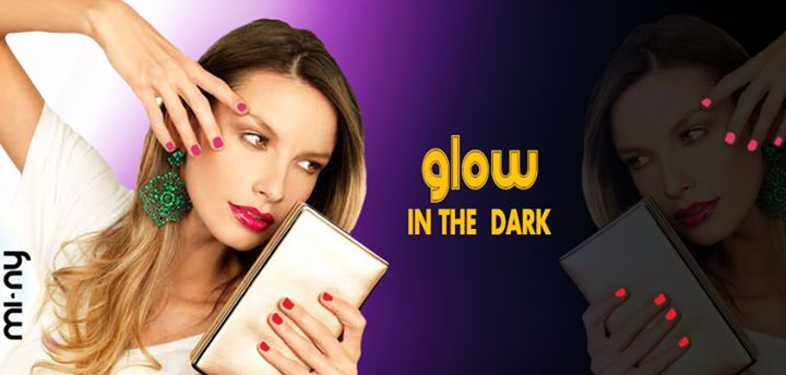 Hello Girls ! Siete pronte per un'altra novità by MI-NY? Eccovi i GLOW IN THE DARK, una collezione di smalti semipermanenti che si illuminano al buoi rendendo le nostre nails glamour in the night!  Da DOMANI in tutti gli Store MI-NY ed anche Online al sito http://www.minyshop.com/it/165-glow-in-the-dark