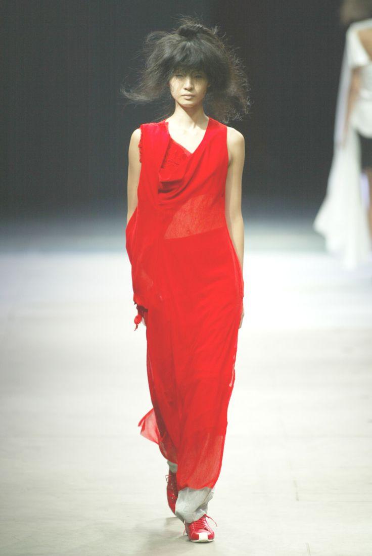 thedoppelganger:    Yohji Yamamoto Spring 2005 Ready to Wear