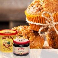 Amerikaanse muffins, met stroop en pecannoten