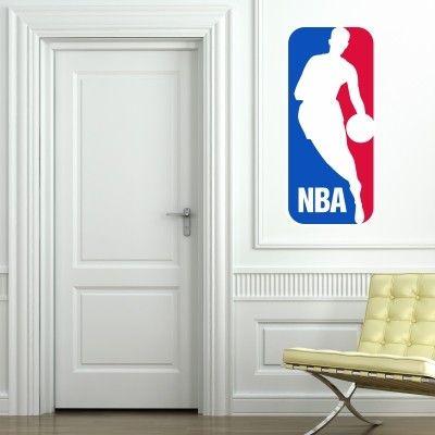 """Adesivo Murale - NBA, per gli amanti del basket.  Adesivo murale di alta qualità con pellicola opaca di facile installazione. Lo sticker si può applicare su qualsiasi superficie liscia: muro, vetro, legno e plastica.  L'adesivo murale """"NBA"""" è ideale per decorare la cameretta. Adesivi Murali."""
