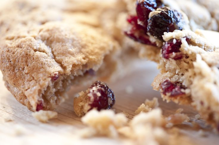 This is how a BELGIAN WHITE CHOCOLATE & CRANDBERRY COOKIE from Scarlet Bakes looks like......
