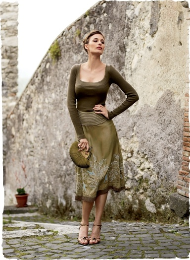 Elegant Virtuoso Silk Skirt from Peruvian Connection. Shapely designer skirts in solid and patterned styles, artisan made with finest textiles and fibers. Exclusive Peruvian Designs.