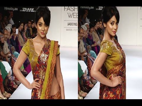 Shriya Saran's stunning ramp walk in saree at Lakme Fashion Week 2014.