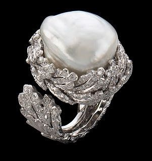 Billionairess Club...buccellati gioielli ; Gianmaria Buccellati anello diamond and pearl ring