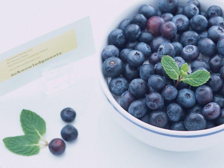 Mirtilo (Blueberry) é uma frutinha com alto teor de antioxidante, é riquíssima em nutrientes e tem um poder inacreditável para o nosso organismo.
