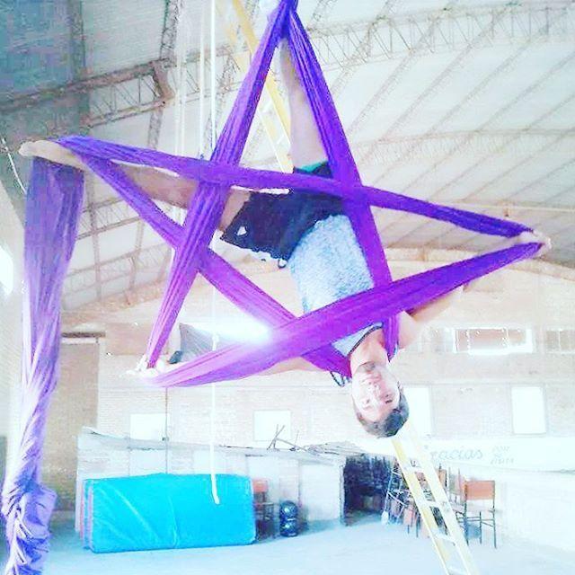 #aerialsilks #wiredo #hanging himself as a star