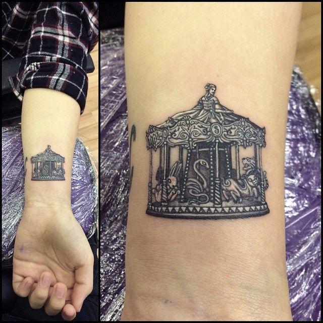 Tiny carousel I did at @gavinclarketattoos obsession tattoo studio while Carpe…
