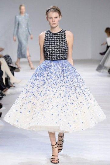 Vestito floreale Giambattista Valli - Abito con top nero e gonna a campana bianco con elementi lilla haute couture primavera/estate 2016