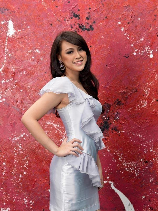 Vania Larissa Miss Indonesia 2013