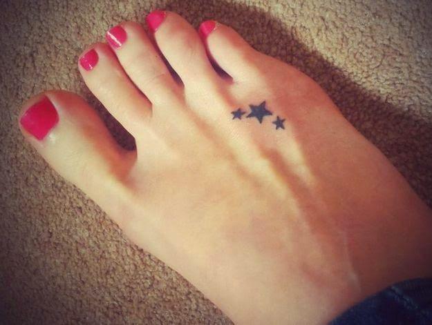 Tatuajes de 3 estrellas para mujeres sensuales y elegantes