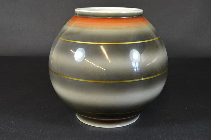 Globe vase by Nora Gulbrandsen, Porsgrund Porselen, H21cm