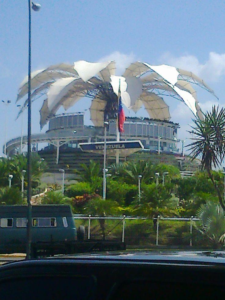 La Flor de Venezuela...Se trata de un diseño del arquitecto venezolano Fruto Vivas con un sistema de 16 petálos que pueden abrirse y cerrarse. Se inspira en los Tepuyes de la Gran Sabana de Venezuela y en la Flor nacional de Venezuela, la Orquídea. Localizada en la ciudad de Barquisimeto la capital del Estado Lara en la República Bolivariana de Venezuela.