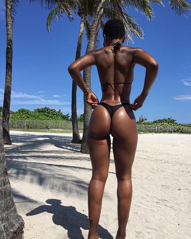 Ebenholz nackt schwarze Mädchen