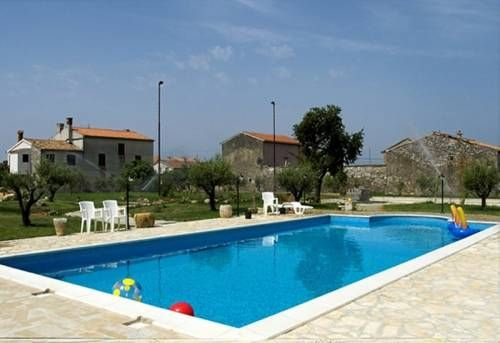 #ApartmentsMarčetaFazana offer #accommodation double bed rooms and #apartments in house with swimming pool located in #Valbandon, 800m from the sea and 2km from #Fažana For more info about offer or other offer of #FazanaVacationRentals #CroatiaHolidayLettings visit http://www.croatiapartments.net/ and find best accommodation offer for your #CroatiaVacation2017 without agency commission!