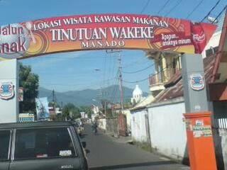 Wisata Kuliner di kawasan Wakeke Menado, North Celebes, Indonesia.