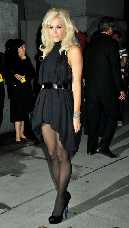 Gwen Stefani- seriously this woman is beyond gorgeous. Love the entire look- definitely need that hairdo!!