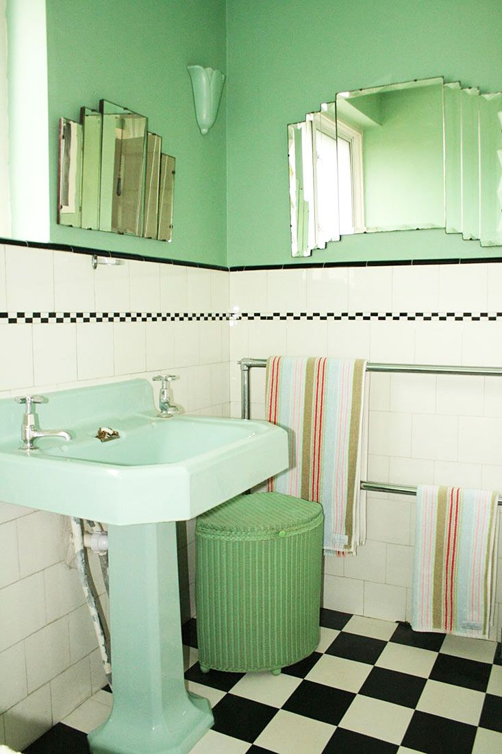 TOWEL RAIL Film Locations Surrey   A Lovely Bathroom With Original Tiles Part 75