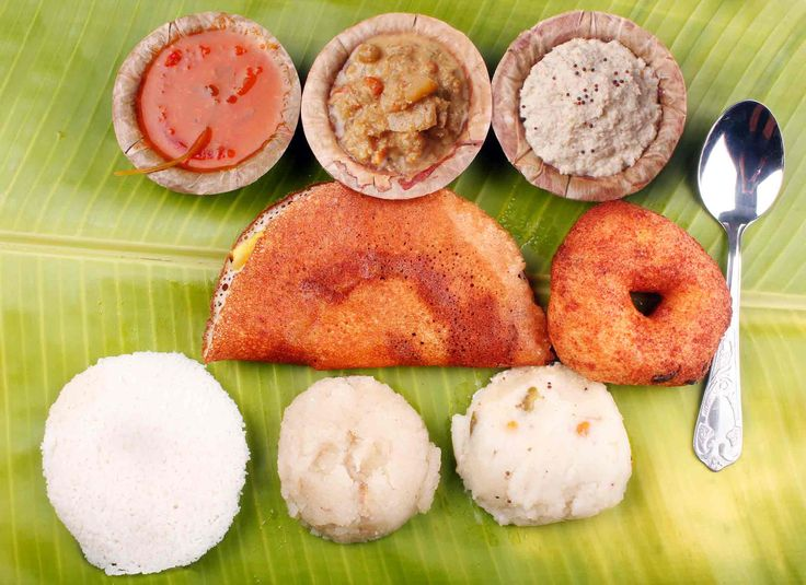 Traditional south indian #breakfast: dosa, idly, vada, upma, kesari bath, curry, chutney #indianfood #food #cookery #cooking #foodies #cibo #gastronomy #india #travel