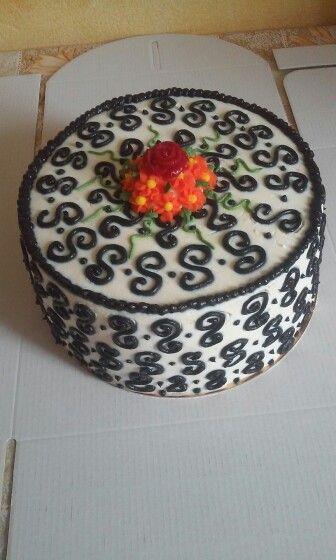 Mały torcik o smaku owoców leśnych. Wzór inspirowany tortami z internetu.
