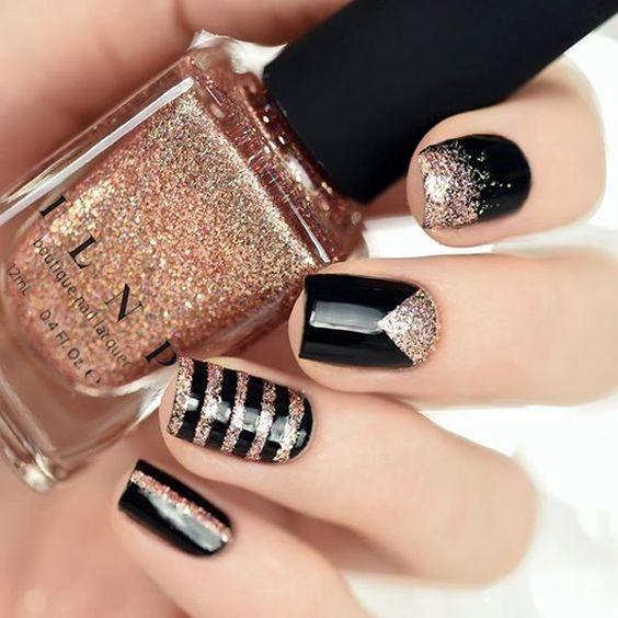 unhas, esmaltes e nail art de inverno glitter dourado e preto