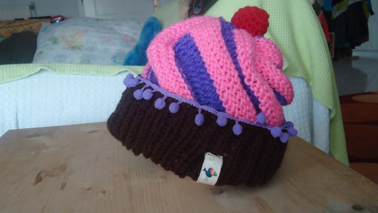 handmade knitted cupcake beanie with tiny pom pom made to order facebook/toucanbeanoes