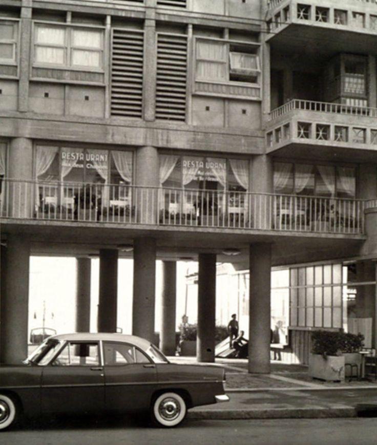 1952 - Immeuble de la Frontale, ouverture de guichets sous les pilotis