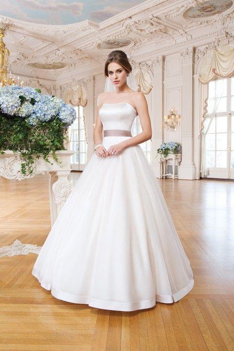 Jednoduché hladké korzetové svadobné šaty s farebnou stuhou