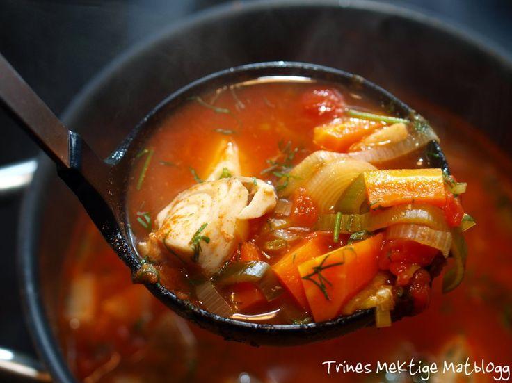 Tomatisert fiskesuppe med hvitløkskrem