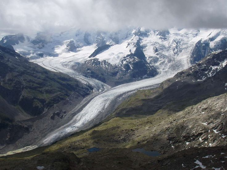 Scientists are using artificial snow to save glaciers