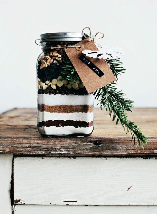 ~ Brownie Mix in a jar ~ Great idea to layer your favorite brownie or cookie mix in a jar for a scrumptious Christmas gift!