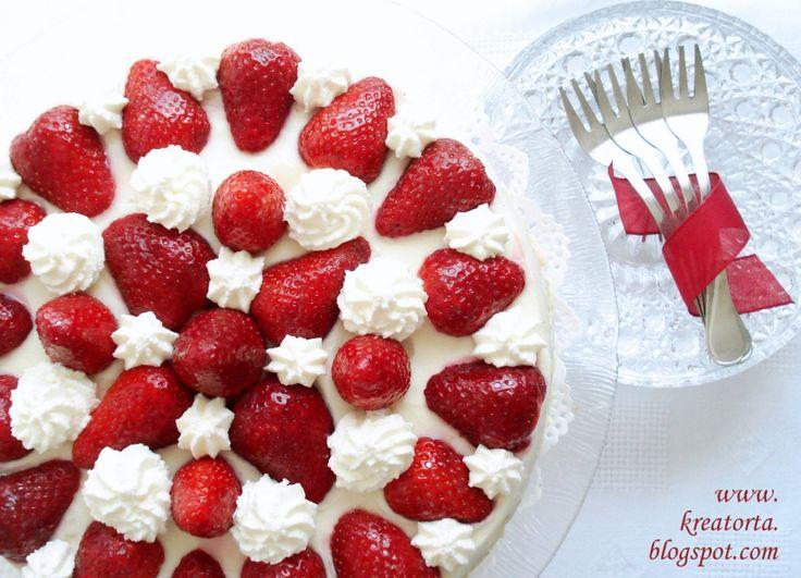 A keresztfiam szülinapjára készült ez a torta. Neki a fehércsoki a kedvence és hát az epret sem veti meg, így adott volt ez a kombináció. A ...