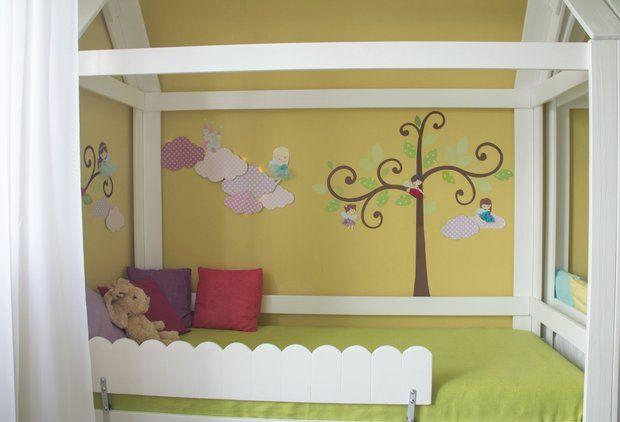 Детская: сказочный замок, розовые облака и суперзайцы