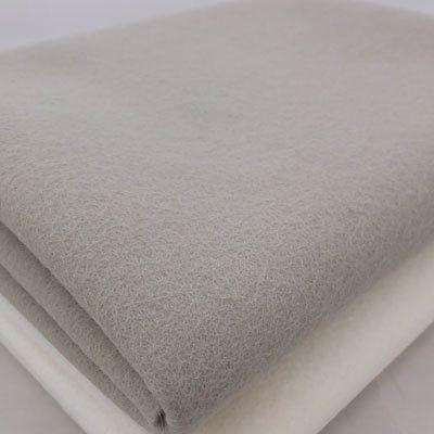 Couleur : Pierre Dimension: 1 feuille - 8 « X 12 » Qualité : feutre de laine 100 % mérinos Epaisseur: 1,2 mm d'épaisseur  Ce feutre est un produit de haute qualité et est fabriqué en Lituanie (Union européenne).  Il y a beaucoup d'avantages à l'aide de feutre au lieu de synthétique en feutre 100 % laine ou laine mélanges. Le feutre de laine est:  -Fabriqué à partir de laine mérinos qui est de la laine du type meilleurs et les plus doux de mouton -Saturé de couleur -Uniformément dense…