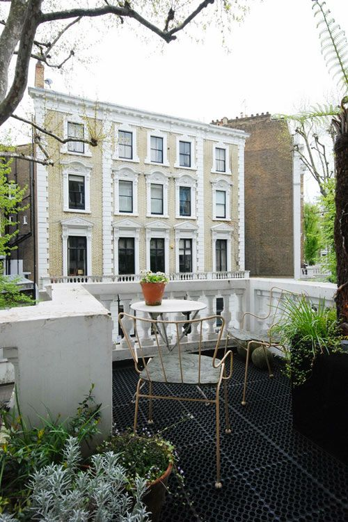 LONDON HOMES: Dreamy Flat. 7/25/2012 via Desire To Inspire