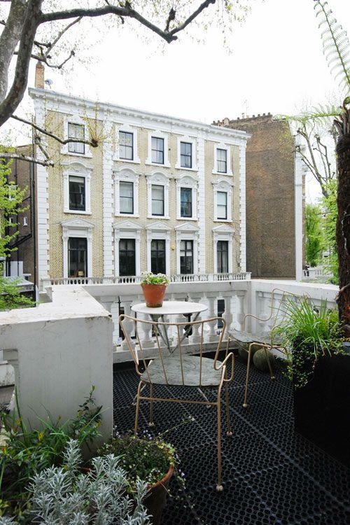 LONDON HOMES: Dreamy Flat. 7/25/2012 via Desire To Inspire